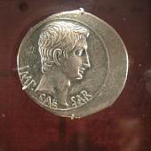 Augustus pénze