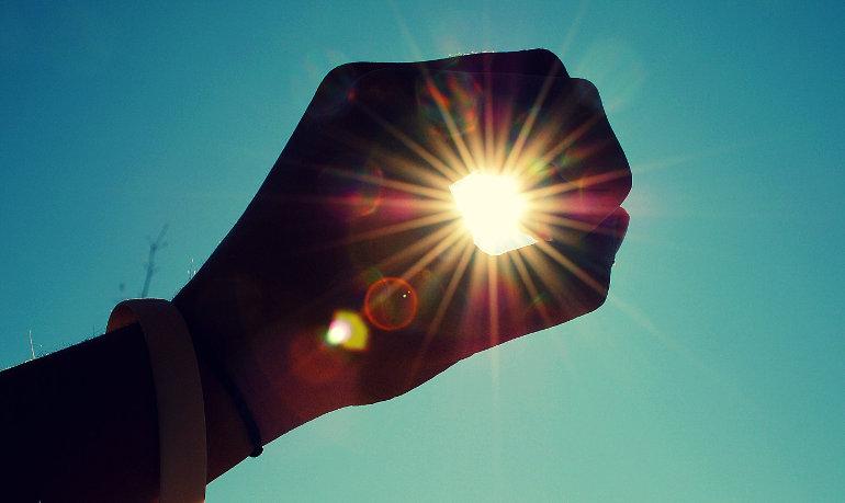 Ég felé nyúló kéz