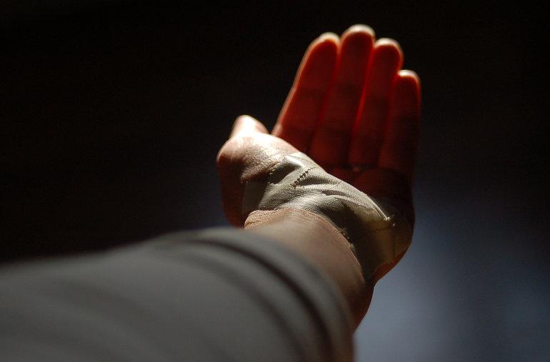 Bekötött kéz