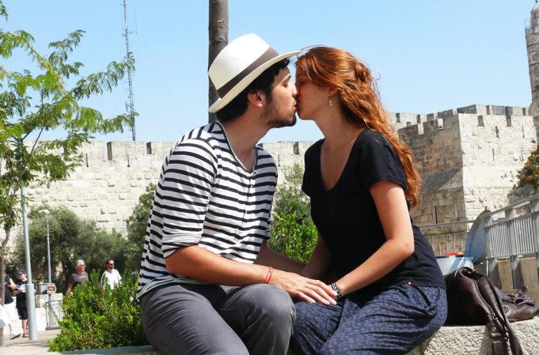 Csók a jeruzsálemi Templomhegyen