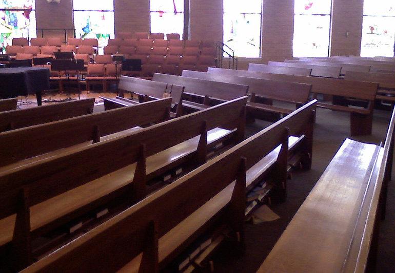 Üres templompadok