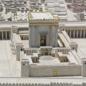 A Heródes által felújított templom makettje