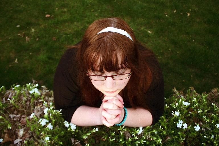 Imádkozó lány