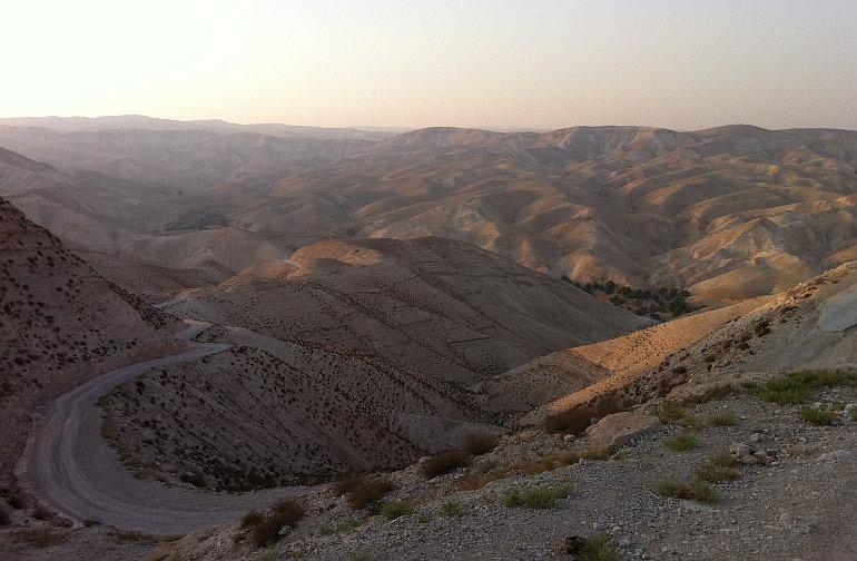 A Jerikóba vezető sivatagi út