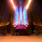 Templomablakon beszűrődő fények