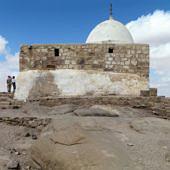 Áron sírjaként tisztelt muzulmán szentély Petra közelében